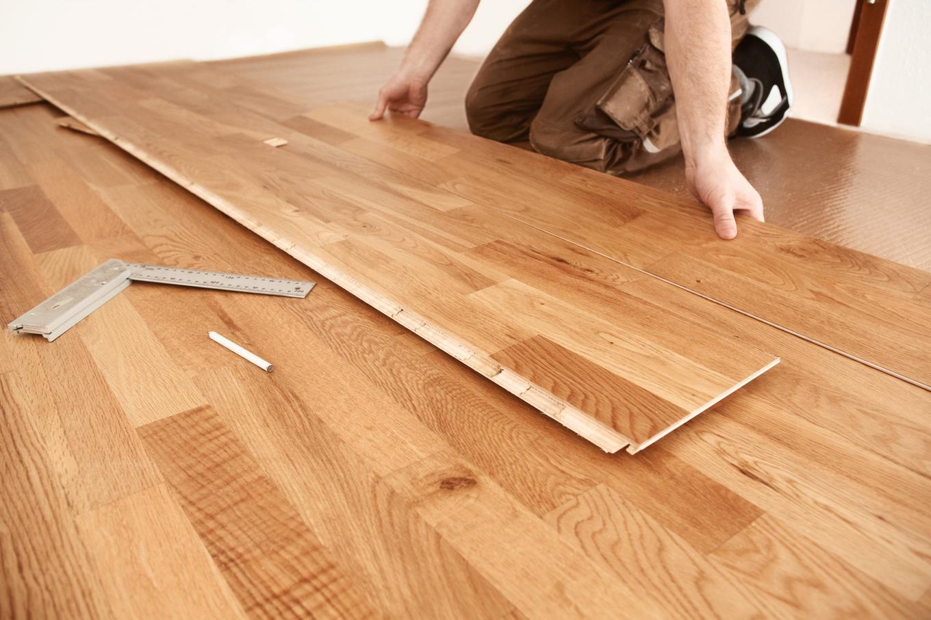 Ahşap bir zeminde laminat nasıl yerleştirilir: öneriler