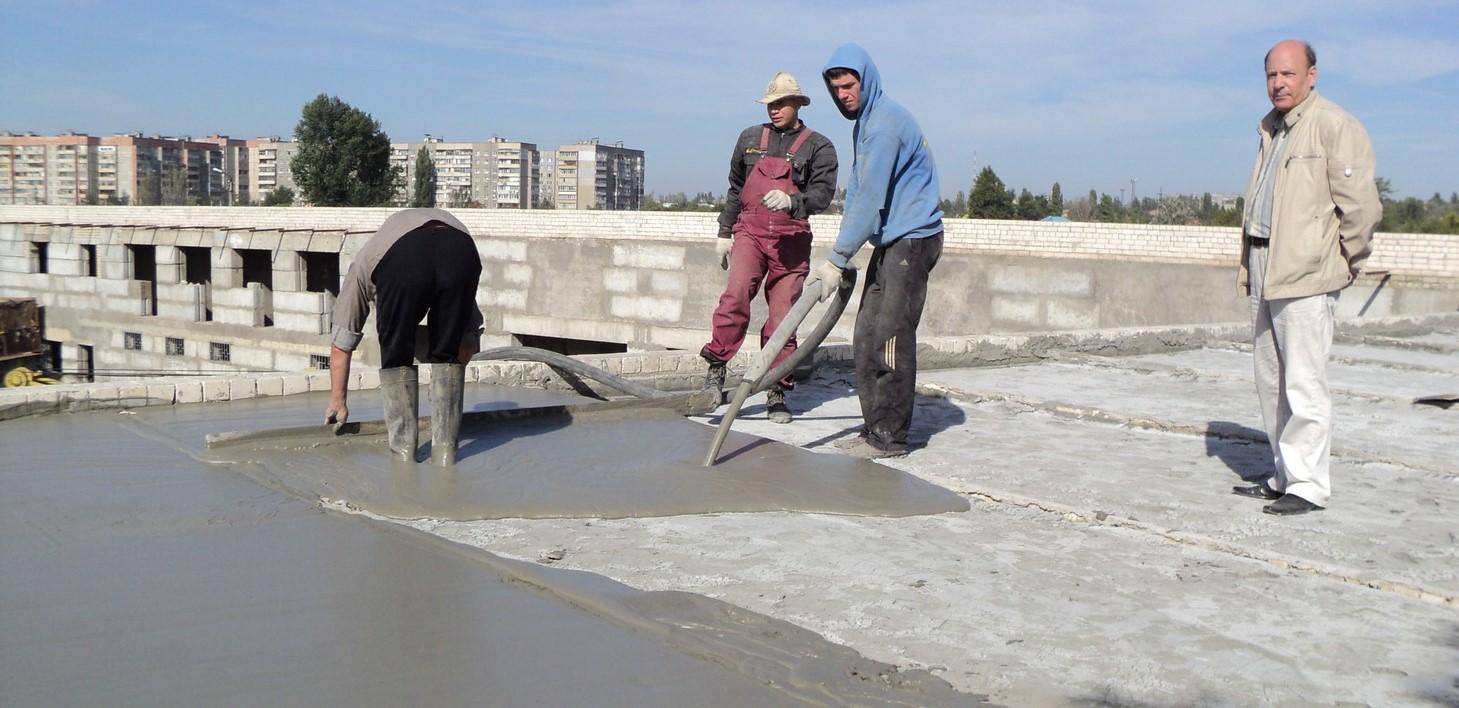 Çatı nasıl örtülür: prosedürün ve özelliklerinin bir açıklaması