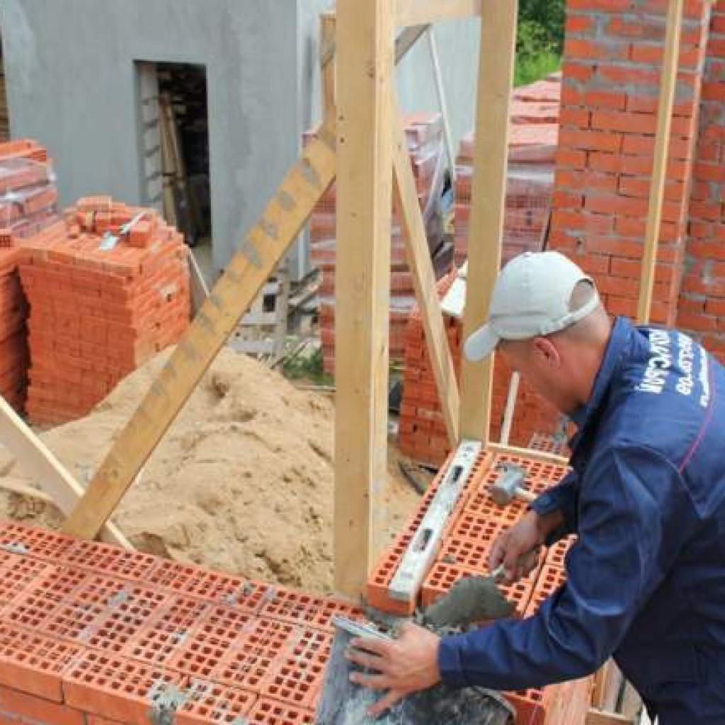 Küpün içinde kaç çubuk var: Bir ev inşa etmek için gerekli malzemeleri düşünüyoruz