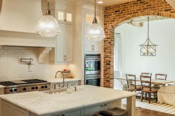 Il design dell\'arco tra la cucina e il soggiorno. Il design dell ...